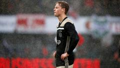 Indosport - Frenkie De Jong saat dikalahkan oleh Feyenoord