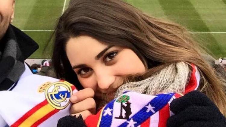 Sandra Garal dengan syal Atletico Madrid Copyright: donbalonrosa