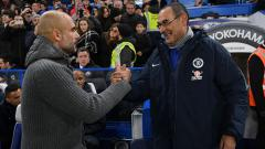 Indosport - Pelatih Manchester City, Pep Guardiola (kiri) dan Maurizio Sarri, pelatih Chelsea.