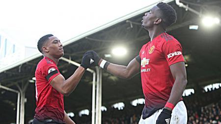 Selebrasi Anthony Martial dan Paul Pogba (Manchester United) saat merayakan usai mencetak gol ke gawang Fulham. - INDOSPORT