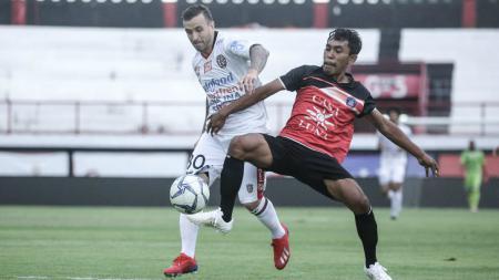 Paulo Sergio dalam laga uji coba Bali United vs Undiksha FC, sabtu (09/02/19). - INDOSPORT