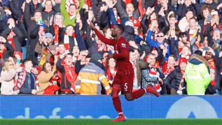 Gelandang Liverpool, Wijnaldum, merayakan gol ke gawang Bournemouth. - INDOSPORT