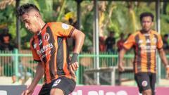 Indosport - Sidik Saimima saat berseragam Perseru.