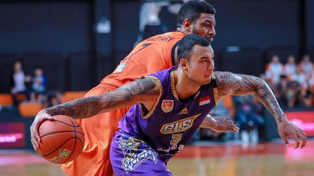 Bintang basket tim CLS Knights, Brandon Jawato saat beraksi di ajang ASEAN Basketball League (ABL) 2019. - INDOSPORT