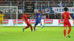Indosport - Laga uji coba Timnas Indonesia U-22 vs Arema FC.
