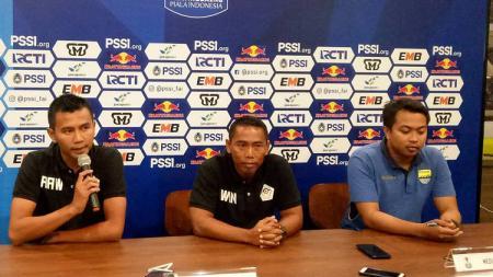 Kapten Persiwa sekaligus eks penggawa Persib, Arfan Arywijaya (kiri), dalam konferensi pers jelang laga Piala Indonesia. - INDOSPORT