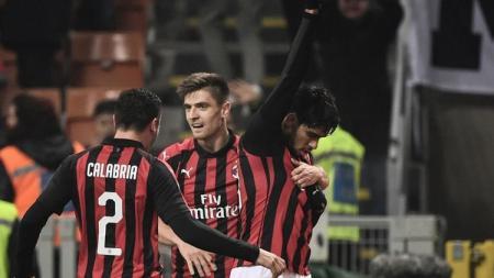 Skuat AC Milan merayakan gol ke gawang Cagliari. - INDOSPORT