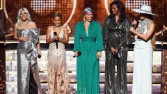 Indosport - Michelle Obama (busana hitam) memiliki tubuh yang bugar