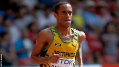 Indosport - Kemoy Campbell  pingsan saat tengah mengikuti turnamen lari