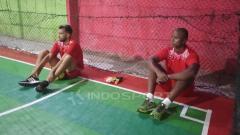 Indosport - Dua Rekrutan Anyar Persipura Asal Brasil, Wallacer de Andrade Medeiros (kiri) bersama Andre Ribeiro