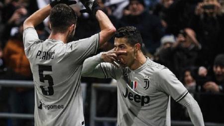 Selebrasi toping Cristiano Ronaldo yang meniru Paulo Dybala di laga Sassuolo vs Juventus - INDOSPORT