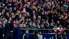 Indosport - Santiago Solari saat memberi instruksi di laga melawan Atletico Madrid.