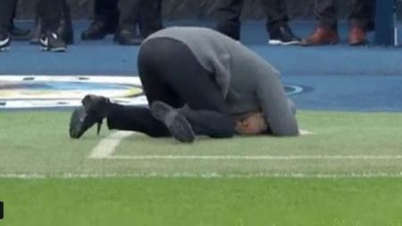 Pelatih sepak bola Manchester City, Pep Guardiola, kabarnya dilanda kebingungan jelang pertandingan pertama mereka di penyisihan grup Liga Champions 2019/20. - INDOSPORT