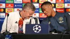 Indosport - Solskjaer dan Martial saat pre-match press conference jelang laga PSG.