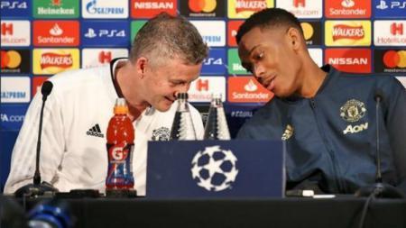 Solskjaer dan Martial saat pre-match press conference jelang laga PSG. - INDOSPORT
