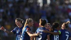 Indosport - Penggawa para pemain sepak bola putri Newcastle Jets.