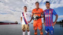 Indosport - Jersey anyar Newcastle Jets untuk babak kualifikasi Liga Champions Asia.