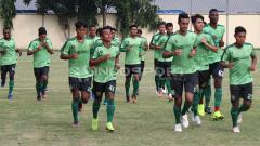 Indosport - Skuat Persebaya Latihan Intens