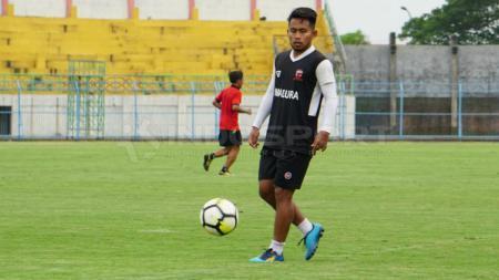 Bintang Madura United, Andik Vermansah saat sesi latihan jelang Liga 1 2019. - INDOSPORT