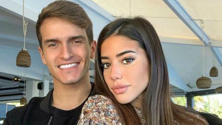 Denis Suarez bersama sang kekasih, Nadia Aviles Garcia. - INDOSPORT