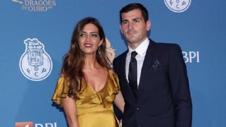 Iker Casillas dan sang istri, Sara Carbonero. - INDOSPORT