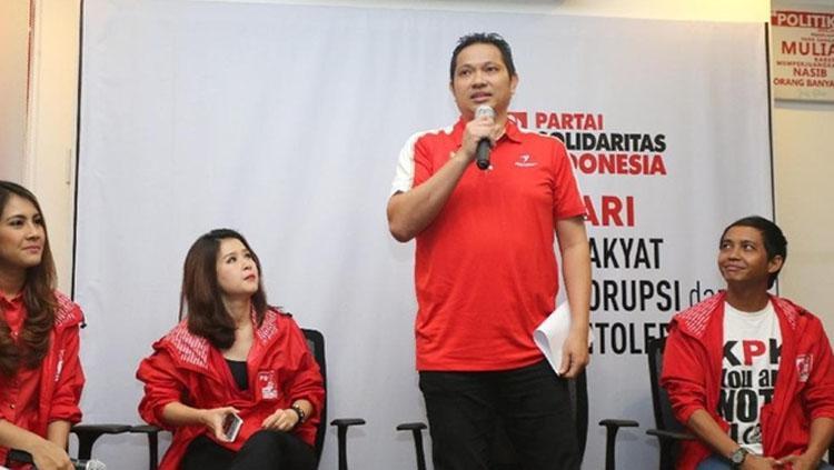 Legenda bulutangkis Indonesia Hariyanto Arbi bersama PSI Copyright: Istimewa