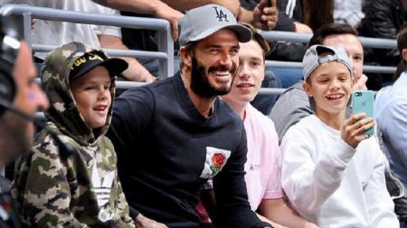 David Beckham bersama anak-anak lelakinya. - INDOSPORT