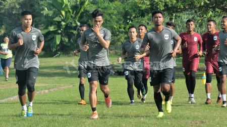 Latihan resmi PSIS di Lapangan Yayasan Terang Bangsa, Semarang. - INDOSPORT
