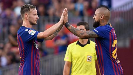 Ivan Rakitic (kiri) dan Arturo Vidal, 2 bintang Barcelona. - INDOSPORT