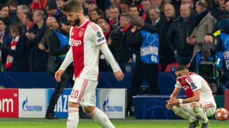Para pemain Ajax Amsterdam harus menerima kenyataan jika mereka kalah dari Real Madrid. - INDOSPORT