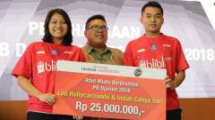 Indosport - Leo Rolly Carnando/Indah Cahya Sari Jamil sebagai (Juara World Junior Championships 2018) menerima bonus Djarum Foundation.