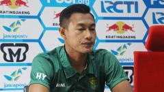 Indosport - Hansamu Yama Pranata saat menghadiri konfrensi pers. Jumat (15/2/19).