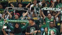 Indosport - Bonek memadati Stadion Gelora Bung Tomo