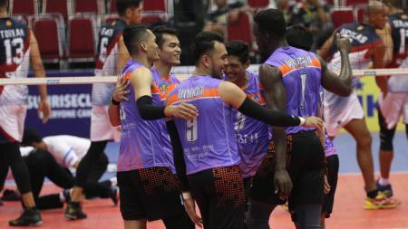 Aksi selebrasi pemain Surabaya Bhayangkara Samator - INDOSPORT