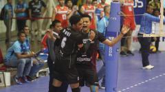 Indosport - Aksi selebrasi pemain Jakarta Pertamina Energi