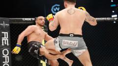Indosport - Petarung MMA mengalami patah kaki usai menendang lawannya.
