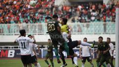 Indosport - Situasi pertandingan PS TIRA Persikabo melawan Persija