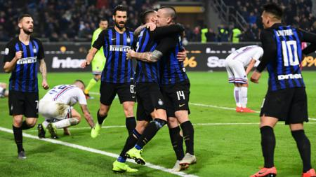 Radja Nainggolan melakukan selebrasi gol saat pertandingan Inter Milan vs Sampdoria, Senin (18/02/19). - INDOSPORT