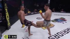 Indosport - Insiden mengerikan terjadi di sebuah kompetisi MMA, seorang petarung terancam kehilangan kakinya lantaran melakukan teknik tendangan yang tak diperhitungkan.