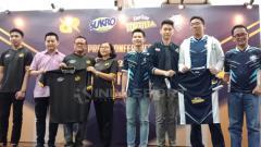 Indosport - RRQ dan EVOS yang didukung secara penuh oleh Sukro dan Krip Krip Tortilla sebagai bentuk komitmen terhadap eSports Indonesia.