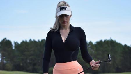 Paige Spiranac sempat kesal lantaran dianggap bukan wanita baik-baik lantaran kerap menggunakan pakaian berbelahan dada rendah. - INDOSPORT