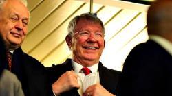 Sir Alex Ferguson terlihat bahagia melihat Manchester United mengalahkan Chelsea di Piala FA.