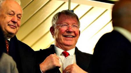 Sir Alex Ferguson terlihat bahagia melihat Manchester United mengalahkan Chelsea di Piala FA. - INDOSPORT