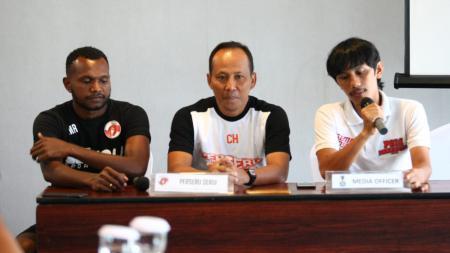 Konferensi pers jelang laga leg kedua babak 16 besar Piala Indonesia, Perseru Serui vs PSM Makassar, Selasa (19/02/19). - INDOSPORT