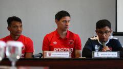 Indosport - Konferensi pers ketika laga leg kedua babak 16 besar Piala Indonesia, Perseru Serui vs PSM Makassar, Selasa (19/02/19).