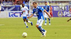 Pemain asing Persib, Srdan Lopicic saat menghadapi Arema FC.