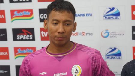 Kiper PSS Sleman, Ega Rizky menyebut keputusan mundur Eduardo Perez Moran dari jabatan pelatih menganggu persiapan Liga 1 musim 2020. - INDOSPORT