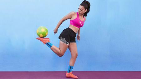 Lisa Zimouche melakukan Freestyle. - INDOSPORT