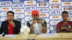Indosport - Asisten pelatih Tira-Persikabo, Miftahudin, dalam jumpa pers menjelang laga leg 2 babak 16 besar Piala Indonesia melawan Persija Jakarta di Stadion Patriot, Rabu (20/2/19).