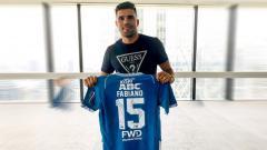Indosport - Fabiano Beltrame memegang jersey Persib Bandung beredar di dunia maya.